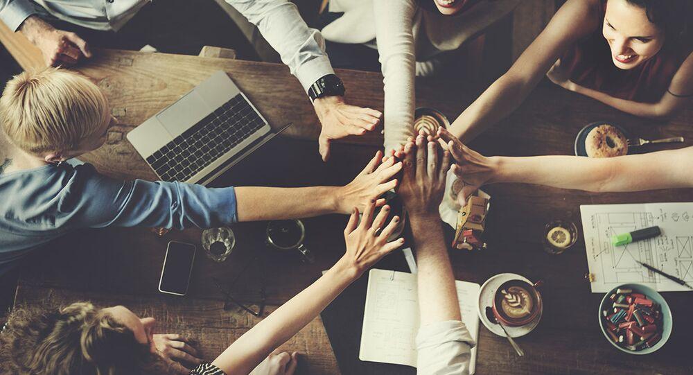 Y kuşağı - genç - gençler - topluluk - mutlu - ekip ruhu