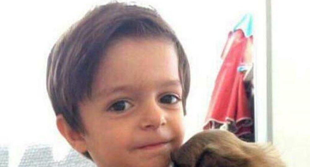 İzmir'de okul servisinde unutulmasının ardından yaşamını yitiren 3 yaşındaki Alperen Sakin