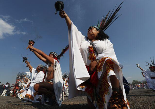 Tenochtitlan'daki Aztek dansçılar