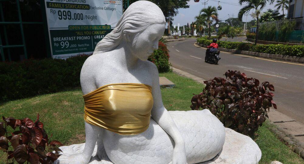 Endonezya'da eğlence parkı yönetimi deniz kızı heykellerini sansürledi