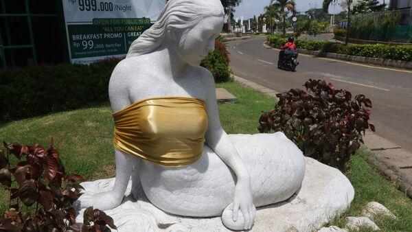 Endonezya'da eğlence parkı yönetimi deniz kızı heykellerini sansürledi - Sputnik Türkiye
