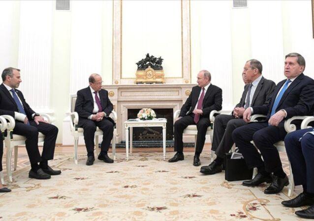 Rusya Devlet Başkanı Vladimir Putin, Lübnan Cumhurbaşkanı Mişel Avn ile Moskova'da görüştü. Görüşme sonrasında iki lider, ağırlıklı olarak Suriye meselesini ele alan ortak bir bildiri yayımladı.