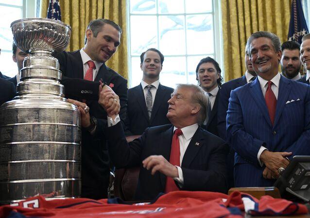 Trump, Washington Capitals takımını şampiyonluğa götüren Rus hokey yıldızı Oveçkin'e hayranlığını açıkladı