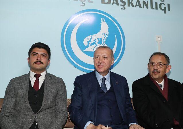 Türkiye Cumhurbaşkanı ve AK Parti Genel Başkanı Recep Tayyip Erdoğan, Ülkü Ocakları Çubuk İlçe Başkanlığını ziyaret etti.