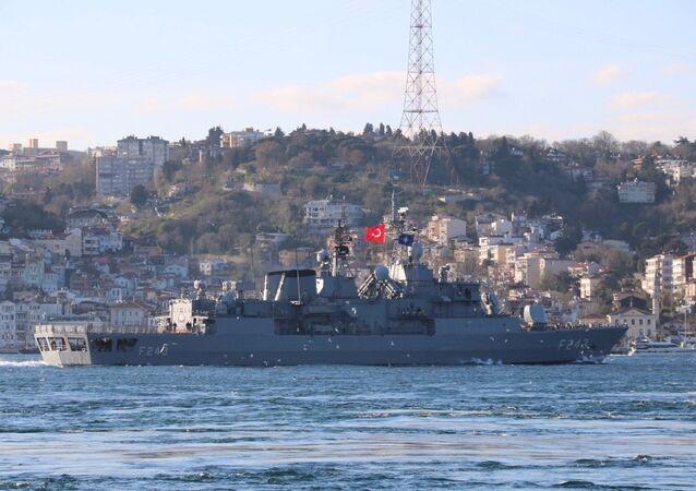 NATO'ya bağlı üç savaş gemisi İstanbul Boğazından geçiş yaptı.