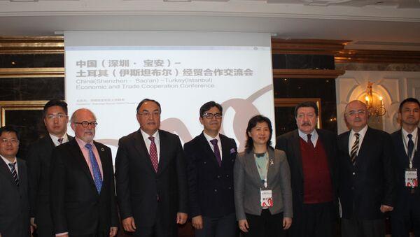 İstanbul'da gerçekleştirilen Türkiye-Çin: Akıllı Şehir Mühendisliğinin Yerel Kalkınmaya Etkileri' konferansında İstanbul Vali Yardımcısı İsmail Gültekin, SEDEFED Yönetim Kurulu Başkanı Ali Avcı ve Çin Shenzhen Bao'an Yerel Hükümeti Belediye Başkanı Guo Ziping katıldı. - Sputnik Türkiye