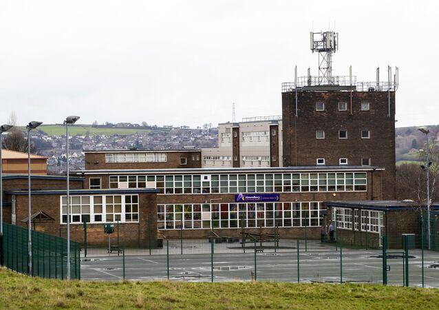 İngiltere'de Suriyeli mültecinin ırkçı saldırıya uğradığı Huddersfield kentindeki Almondsbury Lisesi
