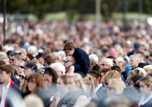 Yeni Zelanda'da iki camiye düzenlenen saldırılardan iki hafta sonra büyük bir ulusal anma töreni düzenlendi.