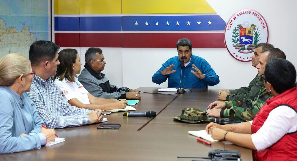 Venezüella Devlet Başkanı Nicolas Maduro, hükümet üyeleriyle yaptığı toplantıda konuşuyor.