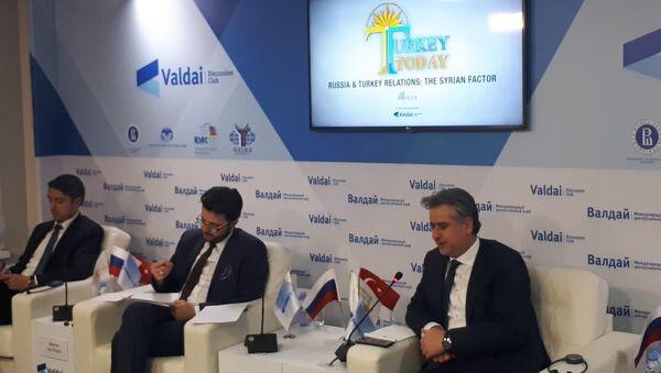 Moskova'da 'Rusya-Türkiye ilişkilerinde Suriye faktörü' konulu tartışma toplantısı - Sputnik Türkiye
