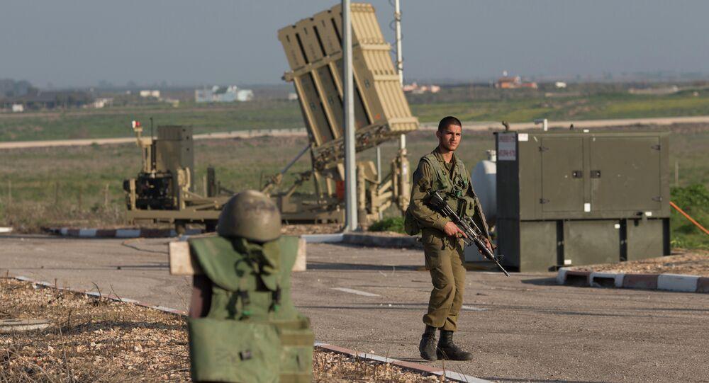 Golan Tepeleri'ndeki bir İsrail askeri