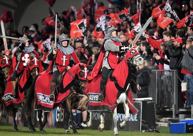 Yeni Zelanda'da Crusaders (Haçlılar) adlı rugby takımının taraftarları