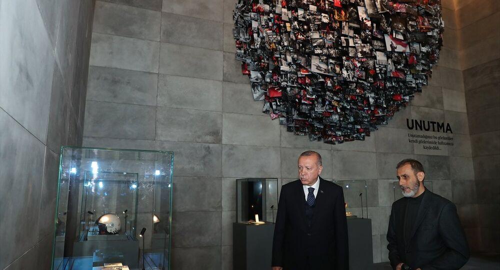 Cumhurbaşkanı Recep Tayyip Erdoğan, yapımı süren Hafıza 15 Temmuz Müzesi'nde incelemelerde bulunarak, yetkililerden çalışmalarla ilgili bilgi aldı.