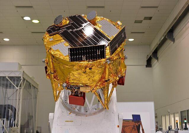 Beresheet isimli küçük robot Ay'ın yörüngesine yerleşti.