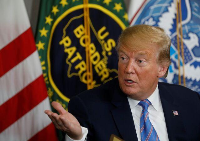Trump'tan Meksika sınırına ziyaret: 'Ülkemiz dolu'