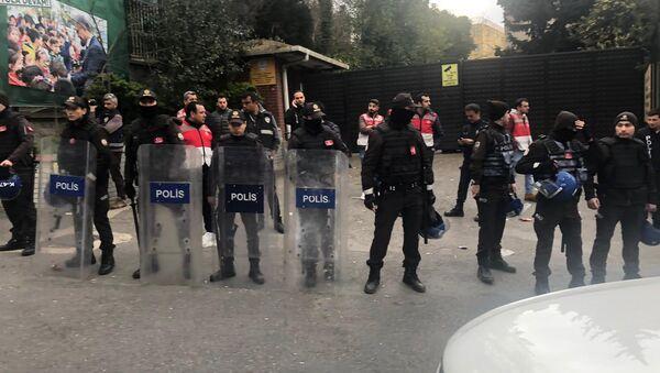 Üsküdar seçim kurulu önünde kavga - Sputnik Türkiye