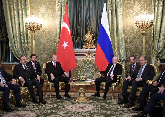 Türk ve Rus delegasyonları Moskova'da bir araya geldi