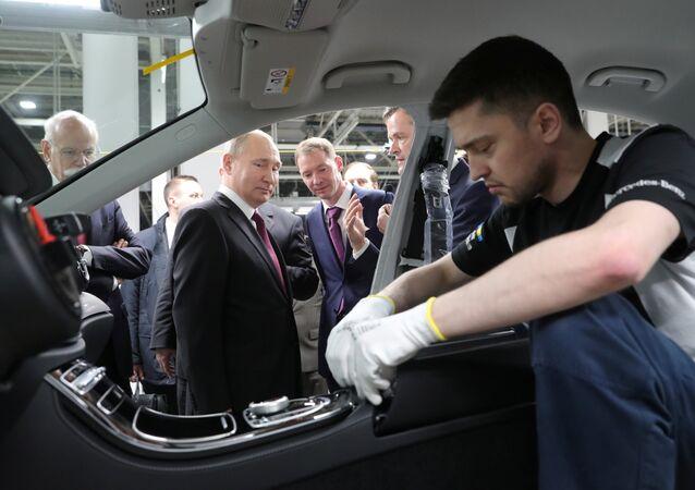 Rusya Devlet Başkanı Vladimir Putin, Moskova'daki Mercedes fabrikasını ziyaret etti.