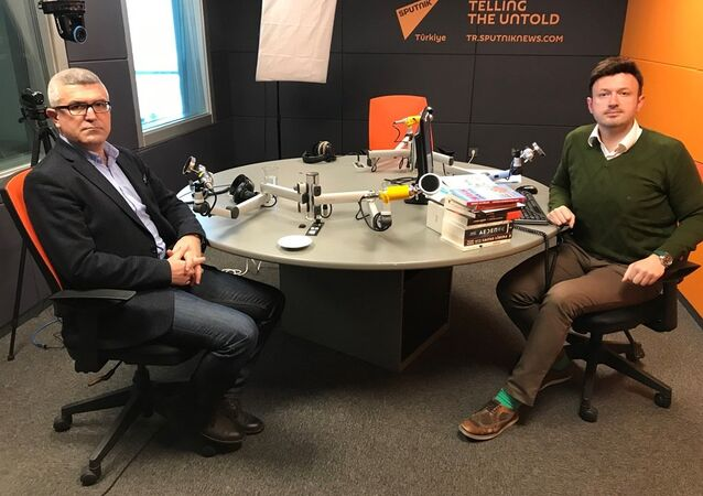Gazeteci Mehmet Ali Güller ve Gündem Dışı programcısı Serhat Sarısözen