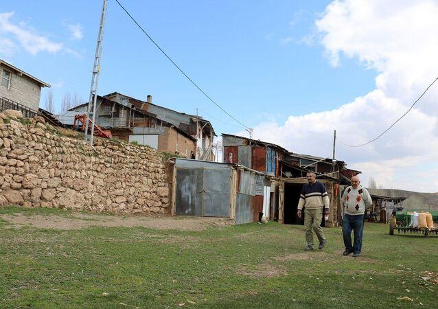 Sivas'ın 300 nüfuslu Kolluca köyü