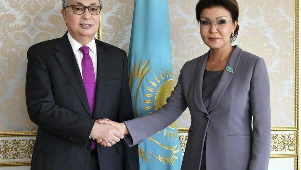 Kazakistan'ın ilk Devlet Başkanı Nursultan Nazarbayev'in kızı ve Kazakistan Senatosu Başkanı Dariga Nazarbayeva ile devlet başkanlığı görevini devralan Kasım Cömert Tokayev - Sputnik Türkiye