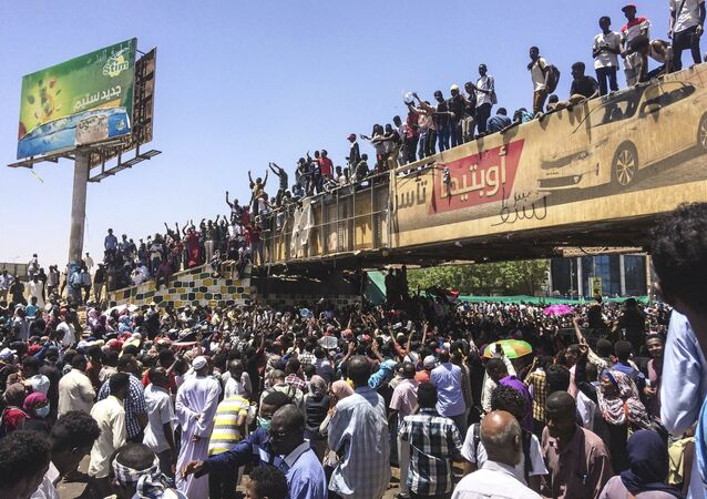 Protesters rally in front of the military headquarters in the capital Khartoum, Sudan, Monday, April 8, 2019. Organizers behind anti-government demonstrations in Sudan said security forces attempted to break up a sit-in outside the military headquarters. A spokeswoman for the Sudanese Professionals Association told The Associated Press that clashes erupted early Monday between security forces and protesters, who have been camped out in front of the complex in Khartoum since Saturday. (AP Photo)