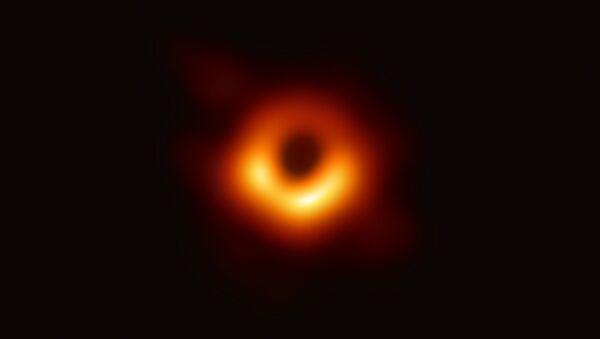 Bir kara deliğin ilk kez fotoğrafı çekildi. - Sputnik Türkiye