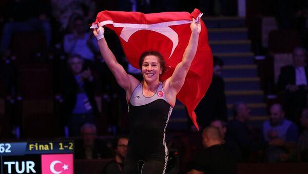 Avrupa Güreş Şampiyonası'nda milli sporcu Yasemin Adar, altın madalya elde etti. - Sputnik Türkiye