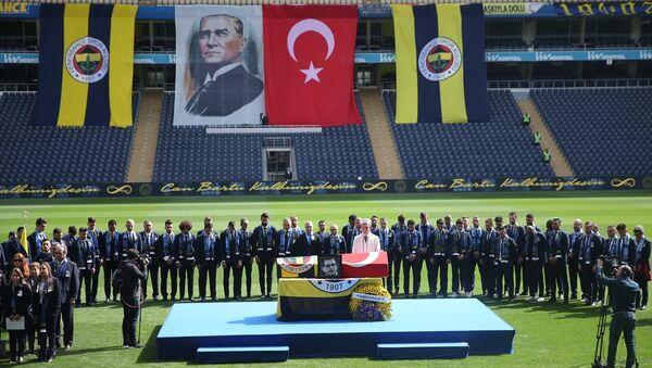 'Sinyor' Can Bartu son yolculuğuna uğurlandı - Sputnik Türkiye
