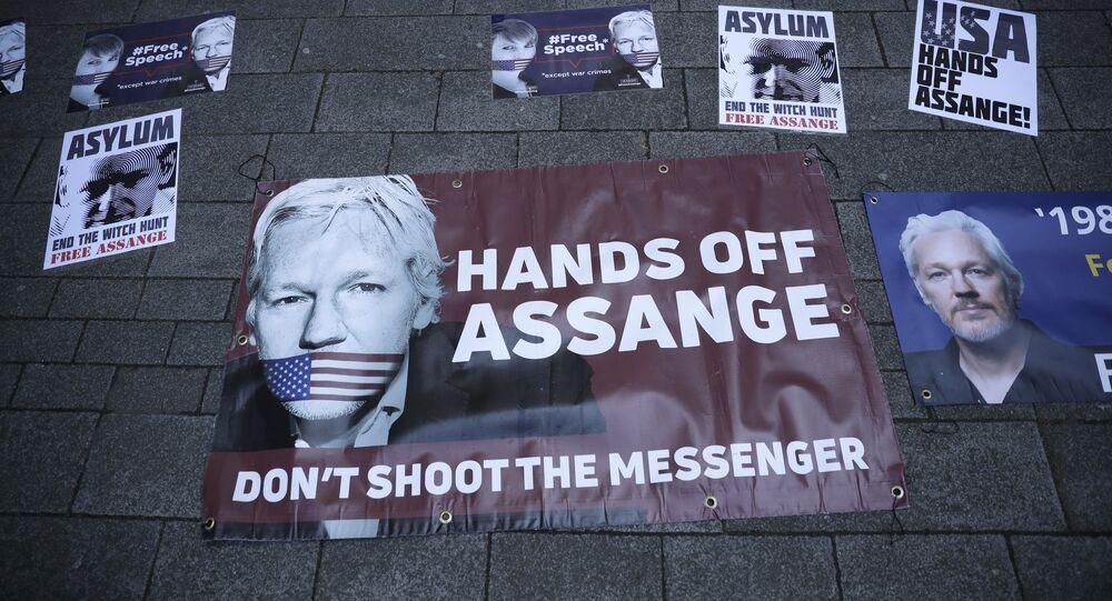 WikiLeaks kurucusu Julian Assange'ın tutuklanması İngiltere'de protesto edildi