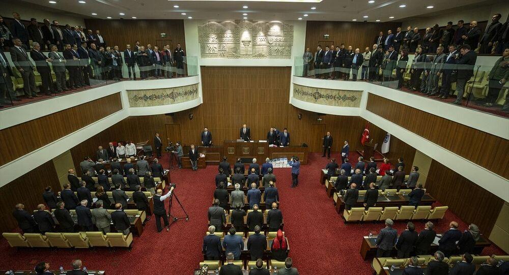 Ankara Büyükşehir Belediye Meclisi, 31 Mart Mahalli İdareler Genel Seçimlerinin ardından Ankara Büyükşehir Belediye Başkanı Mansur Yavaş, başkanlığında ilk kez toplandı.