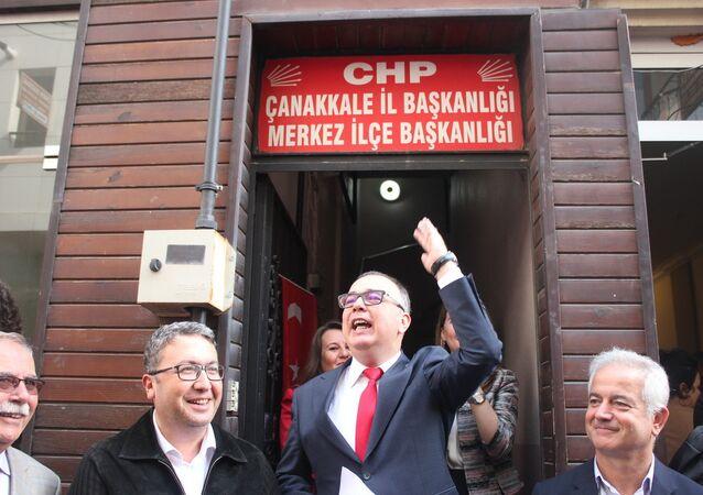 Çanakkale'nin Kepez ilçesine Belediye Başkanı seçilen CHP'li Birol Arslan'ın mazbatasını aldıktan sonra ilk işi belediyeye ait yatı satışa çıkarmak oldu. Yeni dönem çalışmalarına başlayan Arslan, belediyenin her noktasında tasarruf tedbirleri almaya başladıklarını söyledi.