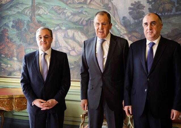Rusya, Ermenistan ve Azerbaycan dışişleri bakanları Moskova'da bir araya geldi