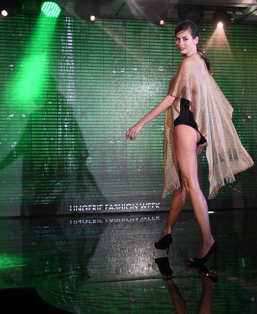 Moskova'da Lingerie iç giyim defilesi