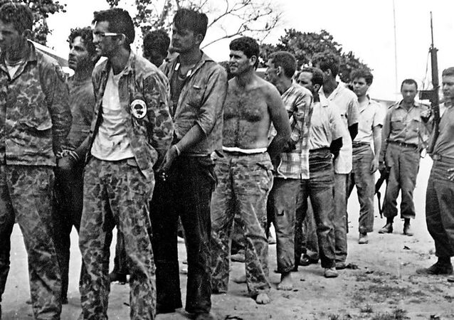 ABD'nin Nisan 1961'de Domuzlar Körfezine çıkardığı askeri eğitimli-silahlı Kübalı sürgünler gücü, 3 günlük çatışmaların ardından Küba devrimci güçlerine teslim olurken...