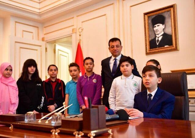 Ekrem İmamoğlu, koltuğunu ortaokul öğrencisine devretti, 23 Nisan