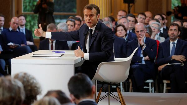 Fransa Cumhurbaşkanı Emmanuel Macron, üç ay süren Ulusal Büyük Tartışma sürecinin ardından, Sarı Yelekler'in taleplerine basın toplantısıyla yanıt verdi. - Sputnik Türkiye