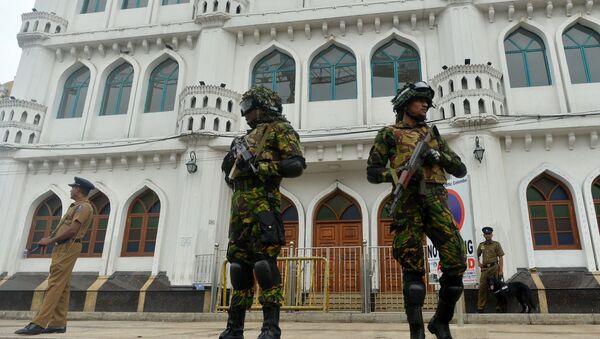Sri Lanka'da polis ve silahlı gruplar arasında çatışma: Sokağa çıkma yasağı ilan edildi - Sputnik Türkiye