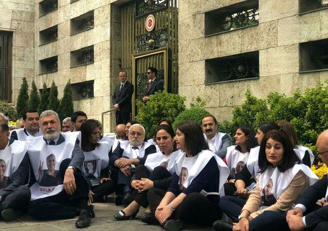 HDP, TBMM, açlık grevi, oturma eylemi