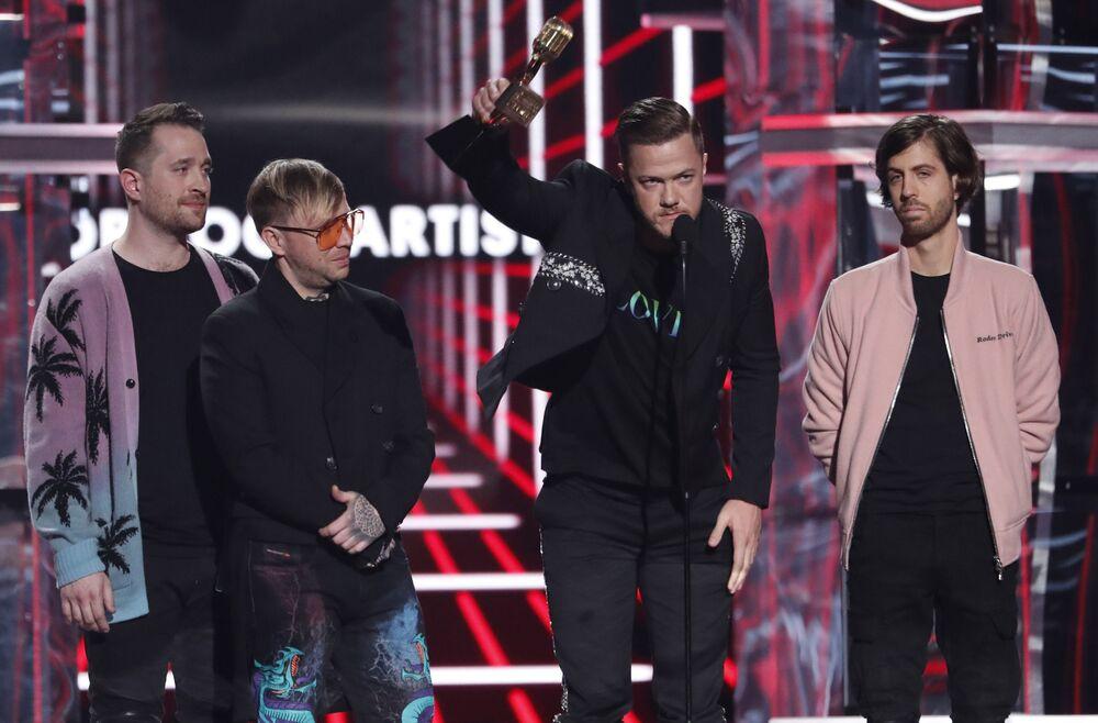 'En İyi Rock Sanatçısı' seçilen Imagine Dragons, ödül konuşmasında artan depresyon oranına ve LGBTİ haklarına değindi.