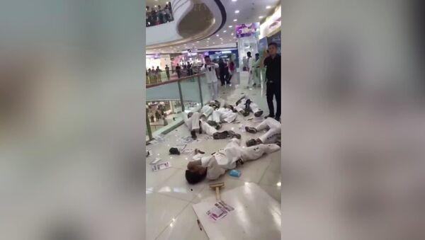 Çin'de AVM'de çıkan kavga - Sputnik Türkiye