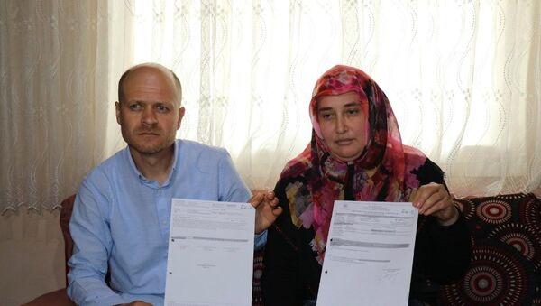 Sakarya'da kanser teşhisi konulan iki çocuk annesi 35 yaşındaki Serpil Bağa ile  eşi Muhammet Bağa - Sputnik Türkiye