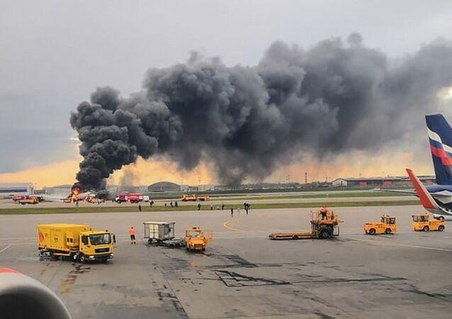 SU1492 Moskova-Murmansk seferini yapan 78 yolculu uçak dün acil iniş yaptıktan sonra alev aldı ve facia sonucunda 41 kişi hayatını kaybetti.