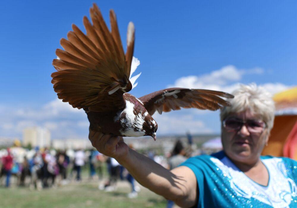 Kırım'ın Bahçesaray kentinde düzenlenen Hıdırellez kutlamalarının  katılımcılarından biri.