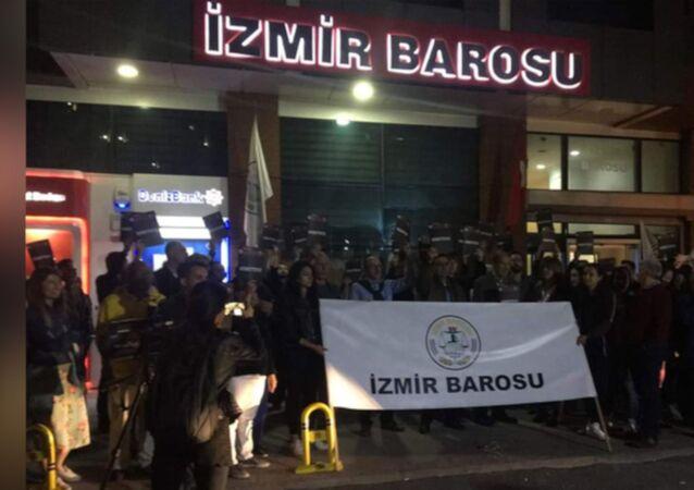 İzmir Barosu, YSK kararı sonrası 'demokrasi nöbeti'ne başladı
