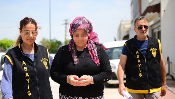 5 aylık hamile Suriyeli Takrid Dirbaye'yi bıçaklayarak öldürdüğü iddiasıyla gözaltına alınan Songül K. - Sputnik Türkiye