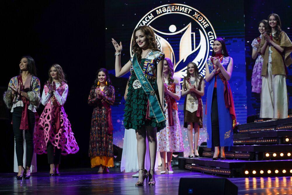 Kazakistan Güzeli 2019 yarışmasından bir kare.