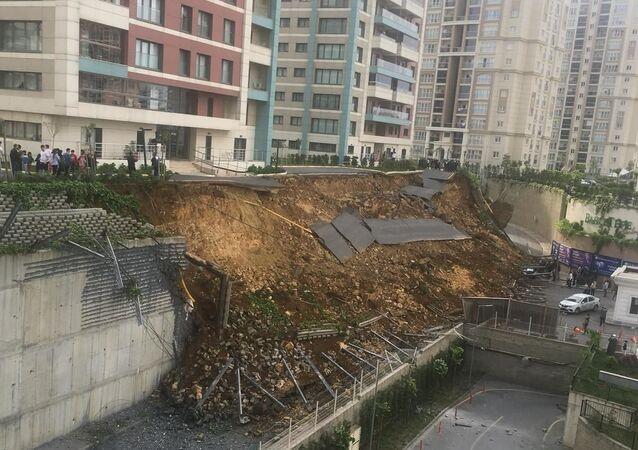 Başakşehir - İstinat duvarı çöktü