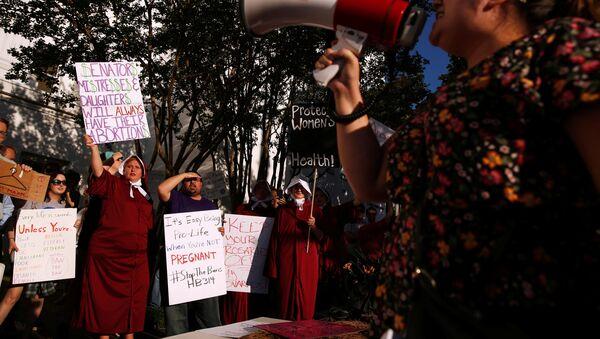 ABD'nin Alabama eyaletinde kürtajı çok istisnai durumlar dışında yasaklayan yasa tasarısı kabul edildi. - Sputnik Türkiye