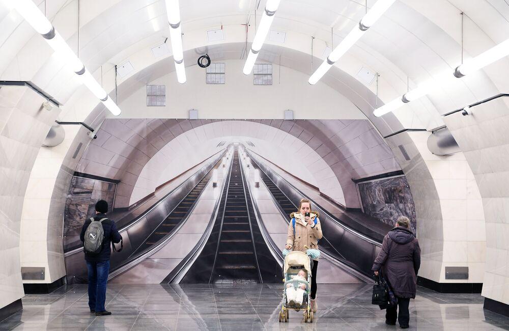 2018'de hizmete açılan Okrujnaya istasyonunun görünümü.